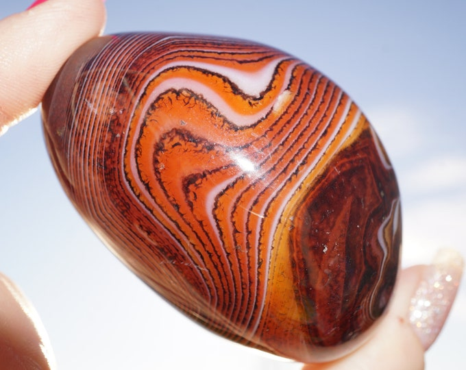 Red CRAZY Lace AGATE Palm Stone - Carnelian Crystal - This Healing Crystal can give you Resilance and Strength 149g - 60x45x35mm - L86