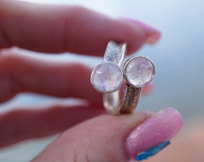 Faceted Blue Rainbow MOONSTONE  Ring Size 7.5 925 Sterling Silver - This Healing Crystal can make you feel Beautiful JA60