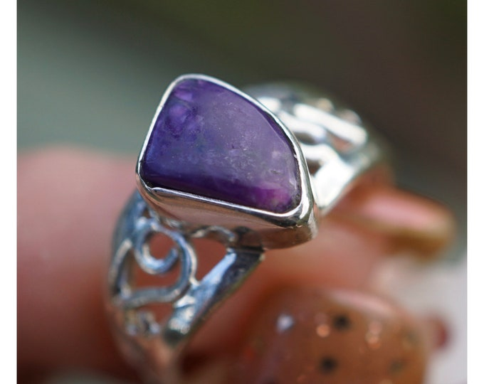 Polished SUGILITE Ring from South Africa in 925 Sterling Silver - This Rare Healing Crystal can deliver strong healing with LOVE - Size 6.5