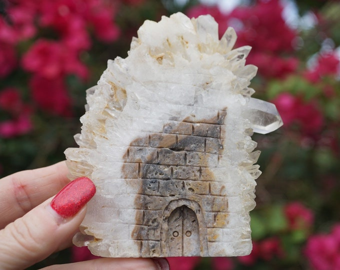 Carved CLEAR QUARTZ Fairy House 237g 105x 90x15mm - This Healing Crystal can be the Master Healer of all stones Ro9