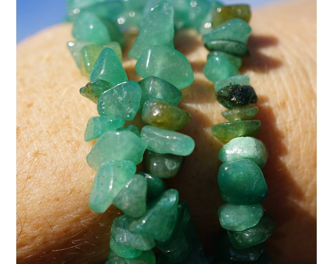 """Green AVENTURINE Beaded Bracelet - 4-6mm Chip beads 7""""- This Healing Crystal helps you Inhale confidence and Exhale doubt B88"""