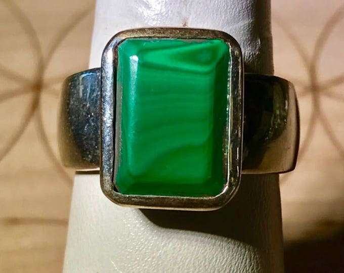 Polished MALACHITE Men's Ring set in 925 Sterling Silver Size 10 - This Healing Crystal can help you have No Fear JN8