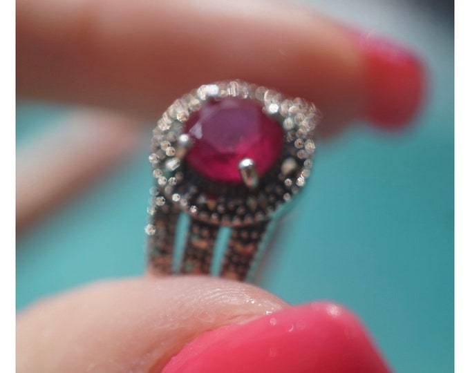 Vintage Red RUBY Ring - Ruby from Burma - with Marcasite - This Healing Crystal can increase love and passion - Size 7 - 925 Silver RRB72