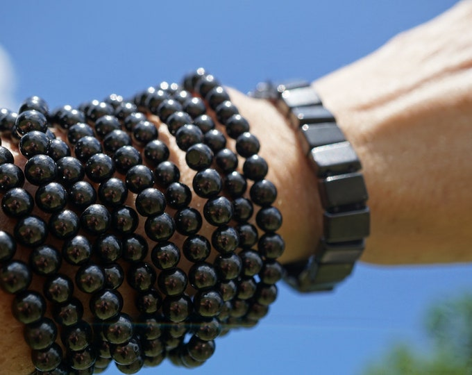 Polished SHUNGITE Bracelet 8 mm Crystal Beaded Bracelet This Healing Crystal heals Deep and Protect with Orgone Energy - b6