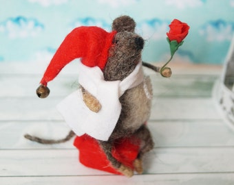 Mouse with a gift - felted mouse