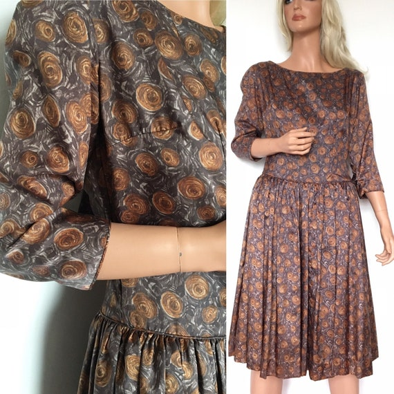 VINTAGE 1950s Brown swirl rose dress with back bow
