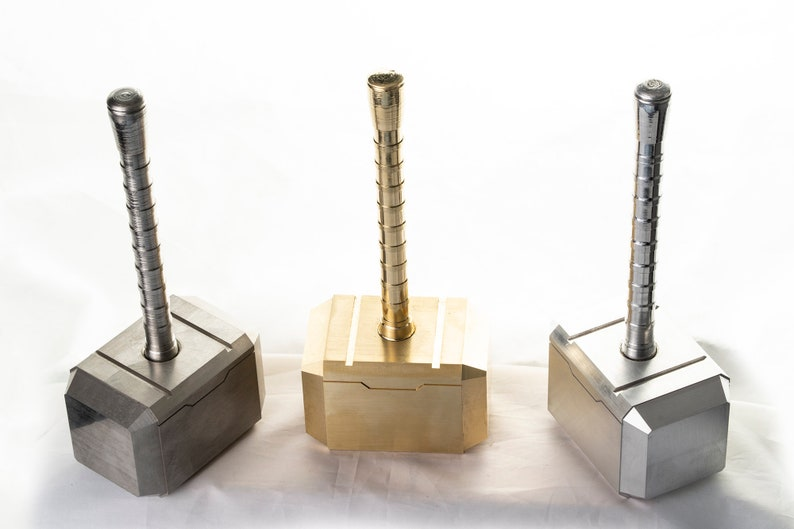Mini-Mjolnir Thor's Hammer paperweight in image 0