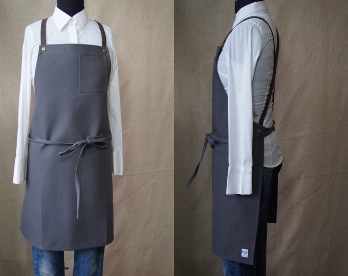 Apron with crossed leather straps at the back