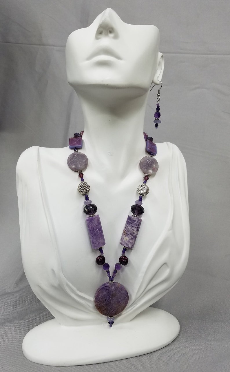 Chinese Charoite beaded necklace 428 image 0