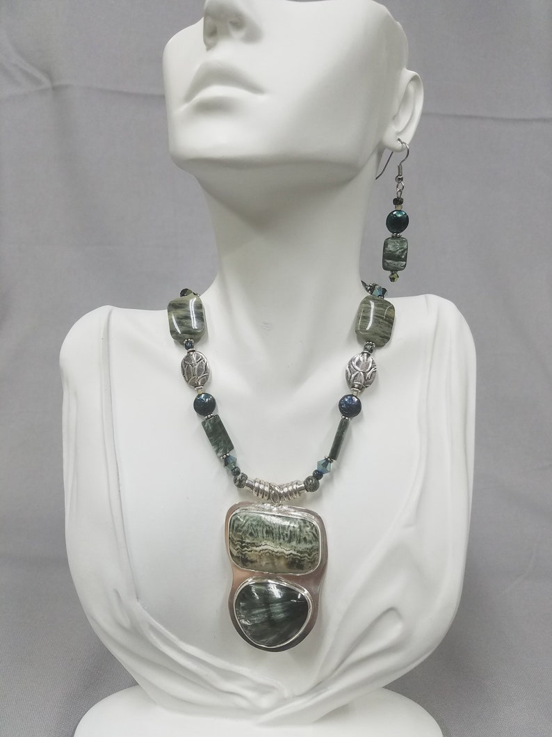 Saraphinite and Copper Calcite beaded necklace 465 image 0