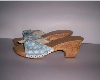 8410f039890 Vintage BETSEY JOHNSON Carved Wood Open Toe Shoes Blue White Women s Sz 8  New!