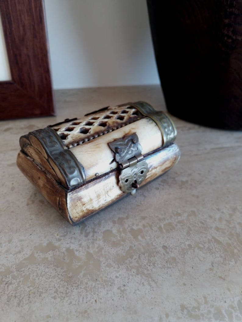 Vintage 1950-60/'s Bone Jewelry Box Jewelry Box Vintage Jewelry Box Jewelry Box made of Bone Bone/&Velvet Jewelry Box BONE JEWELRY BOX