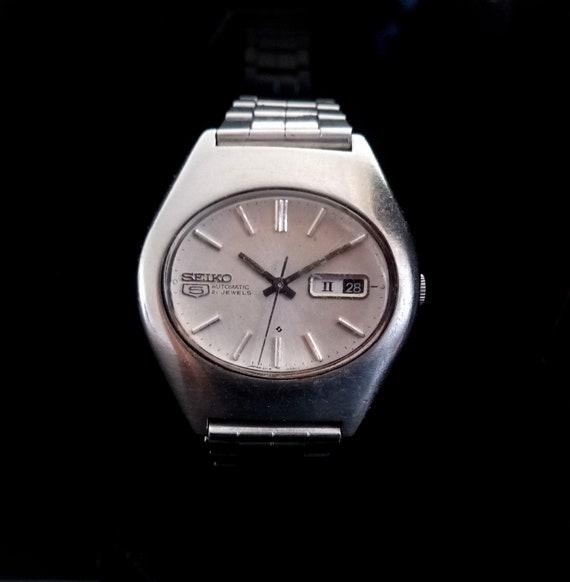 Vintage Seiko 5 Day Date Seiko Japan wrist watch,