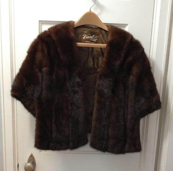 Fur cape Vant Furriers - image 3