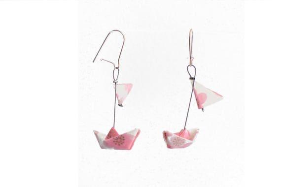 boucles d 39 oreille origami bateaux voiles rose blanc et etsy. Black Bedroom Furniture Sets. Home Design Ideas