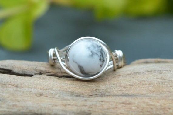 Howlite Ring 925 - Wire Wrapped Ring - Moon Ring - Awareness, Calming, Stress Relief - Boho Ring - Elven Ring - Root Chakra