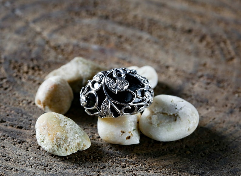 Design Statement Ring Round Onyx with Cubic Zirconia Stones Vintage Statement Ring Onyx Color Floral Size 6 Vintage Ring
