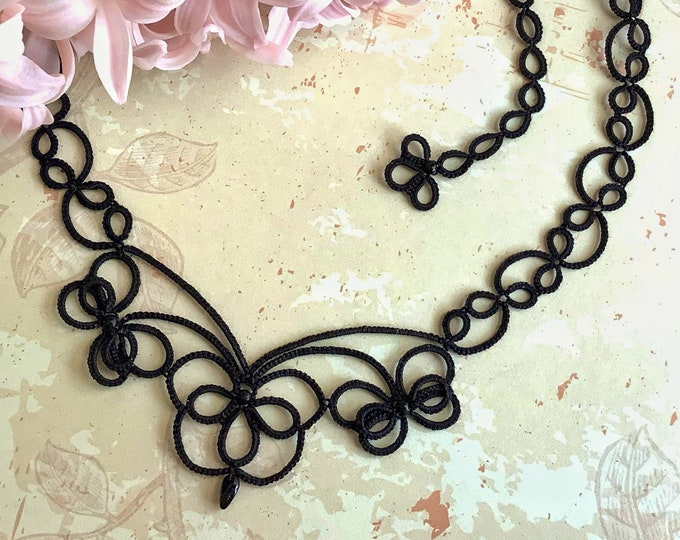 Elegant black beaded art nouveau lace necklace. Delicate necklace in cotton tatting lace with wax beads. Metal free jewelry. Gift for her