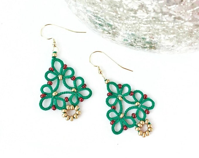 Christmas tree dangle earrings in green cotton lace with glass beads. Festive drop earrings in tatting lace. Christmas gift for her.
