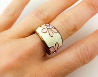 Retro Costume Ivory Coloured Ring Enamelled Floral Design Rhinestones White Summer Jewelry