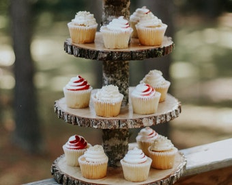 Wood slice cupcake stand! Woodland baby shower decor, Rustic cupcake stand, wood cupcake stand!