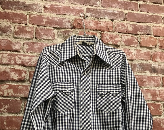70s men's navy & white gingham western shirt. Size large