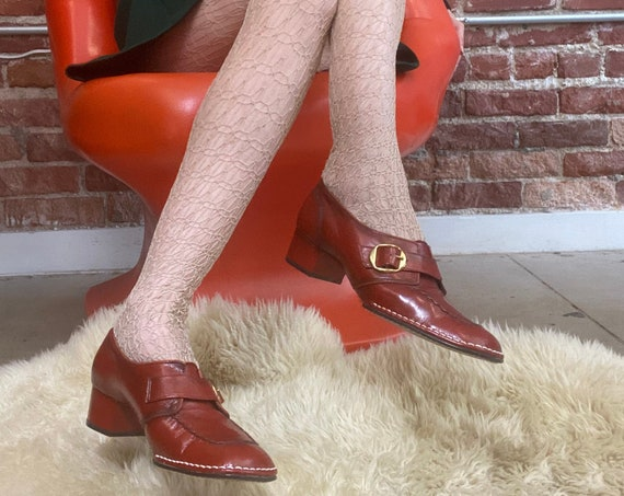 70s Deadstock NOS Burnt Sienna Ultra Mod Block Heel Leather Loafers with Gold Toned Hardware Size 8
