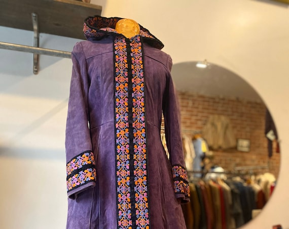 70s Tapestry  Embroidered Purple Calf Skin Suede Hooded Quilted Jacket With Zipper Closure