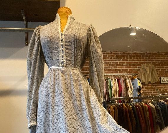 On layaway. Do not buy. 70s Cotton Victorian Prairie Dress in Rare Rain  Cloud  Gray  Calico  Print Size Medium