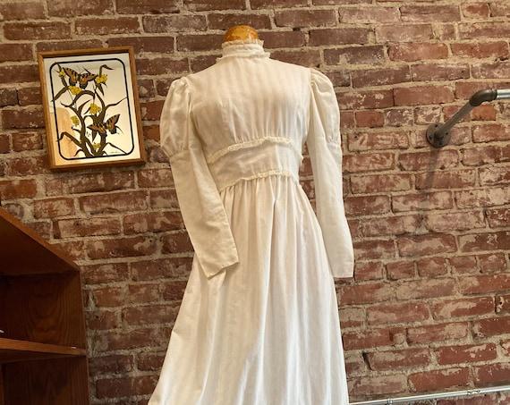 70s Mutton chop Sleeve Victorian Crisp White Cotton Gown