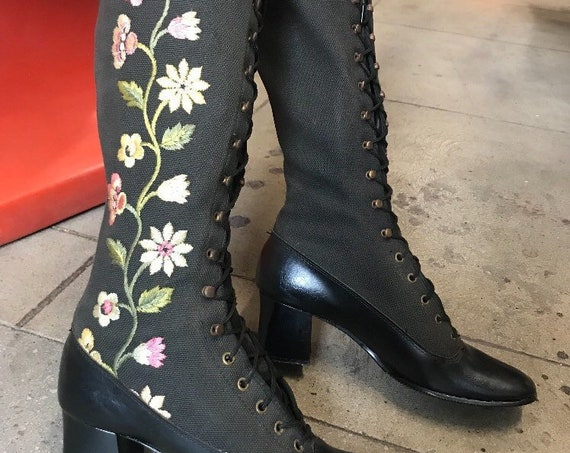 70s Embroidered Vegan Leatherette Lace Up Knee High Boots. Size 7 Narrow Rare Vintage Seventies 1970s