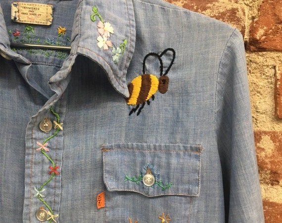 Reserved. Do not buy. 70s Men's Levi's Embroidered Chambray Shirt. Size Small Vintage Seventies 1970s