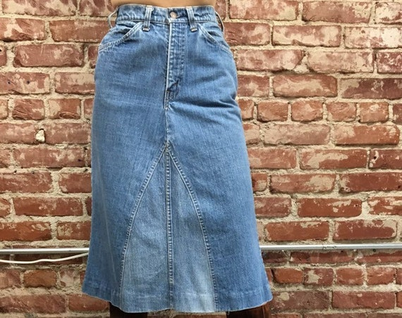 """70s Levi's Patched Bohemian Denim Skirt 25"""" Waist by 28.5"""" Length"""