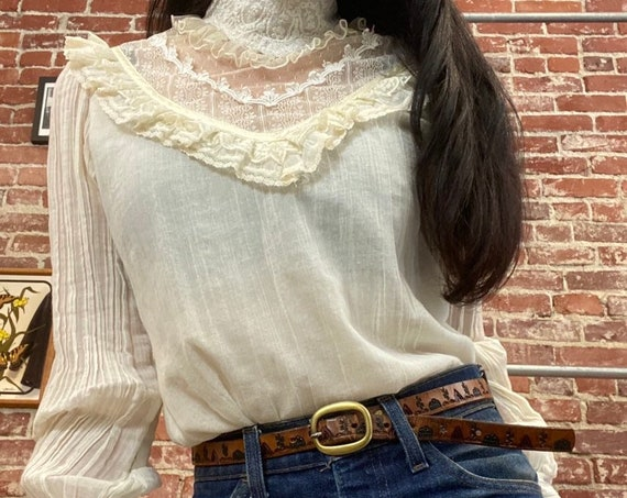 """70s Thin Embossed Painted Leather Brass Buckle Belt fits 28"""" waist to 34"""""""