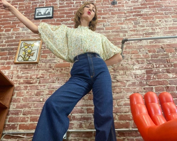 "70s Wide Leg Dark Wash Hi Waisted Denim Flares With Chevron Striped Pockets 29"" Waist"