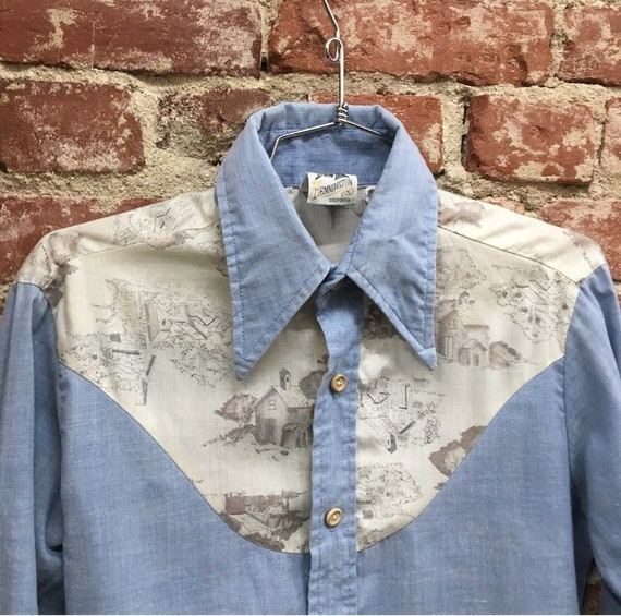 70s Men's Seventies 1970s Cotton Chambray Shirt. Wood Buttons. Size Small Vintage