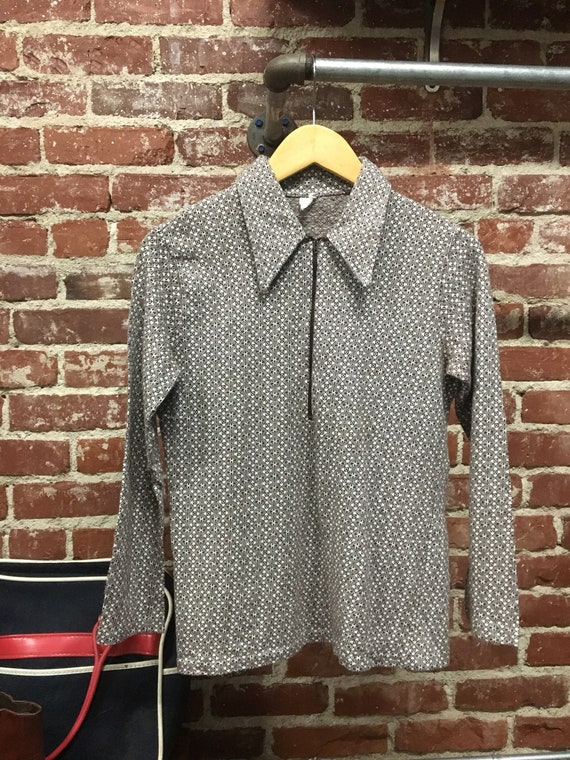 70s Mens Mod Quintessential Seventies 1970s Zip Up Woven Cotton Long Sleeve Polo. Size Small to Extra Small