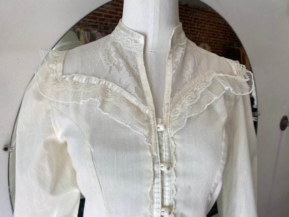 70s Crisp White Cotton & Lace Victorian Blouse - image 6