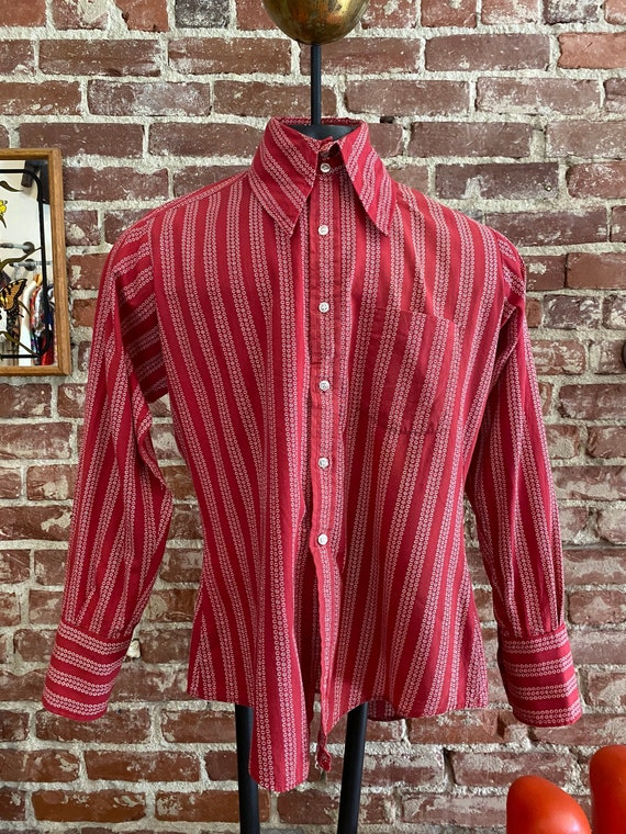 70s Men's Red Double Button Wide Dagger Collar Shi