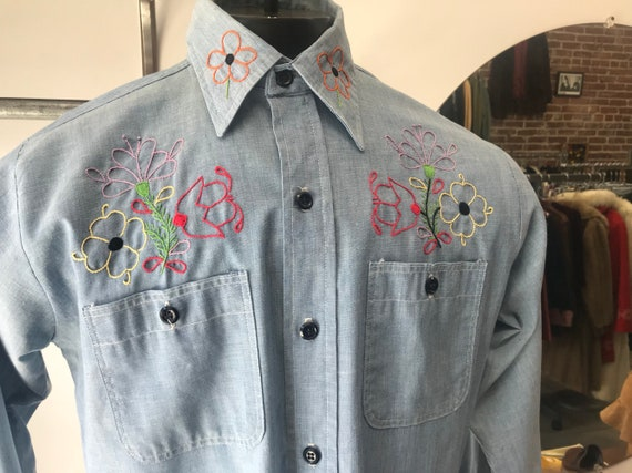 Vintage 70s Mens Flower Embroidered Chambray Denim Western Button Up Shirt