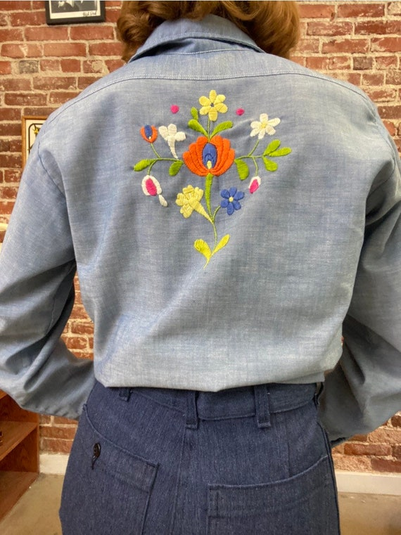 70s Embroidered Chambray Button Down Shirt - image 4