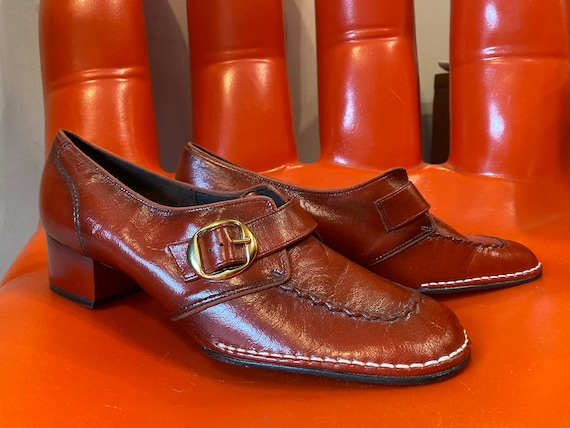 70s Deadstock NOS Burnt Sienna Ultra Mod Block Leather Heel Loafers with Gold Toned Hardware Size 8