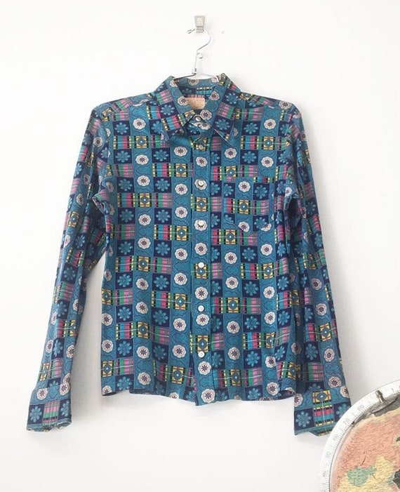 Made in Switzerland 70s Saks Fifth Avenue 100% Cotton Jersey Psychedelic Mandala Button Up Blouse Size Small to Medium Seventies 1970s