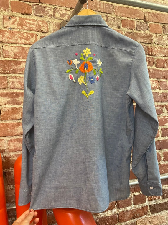 70s Embroidered Chambray Button Down Shirt - image 6