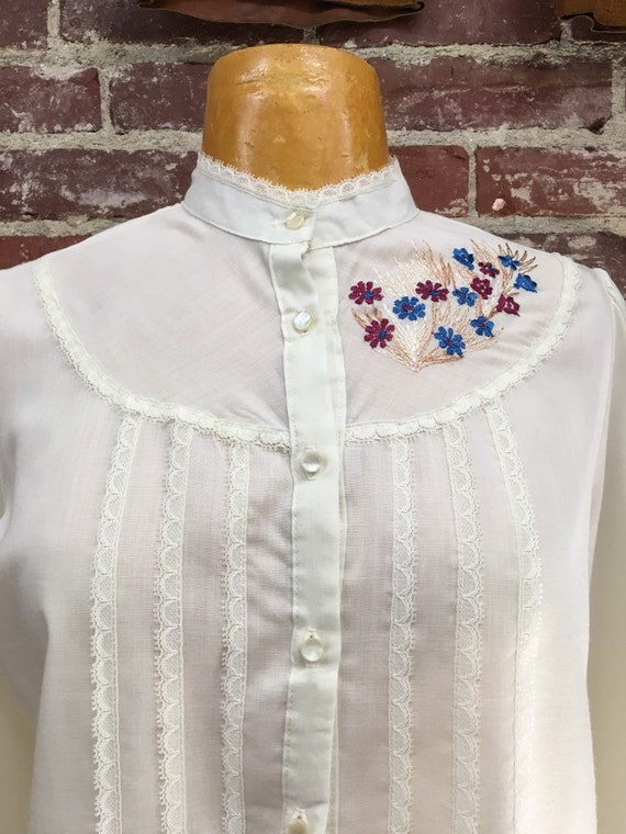 70s Embroidered Cotton Blouse Vintage Seventies 1970s Size Medium