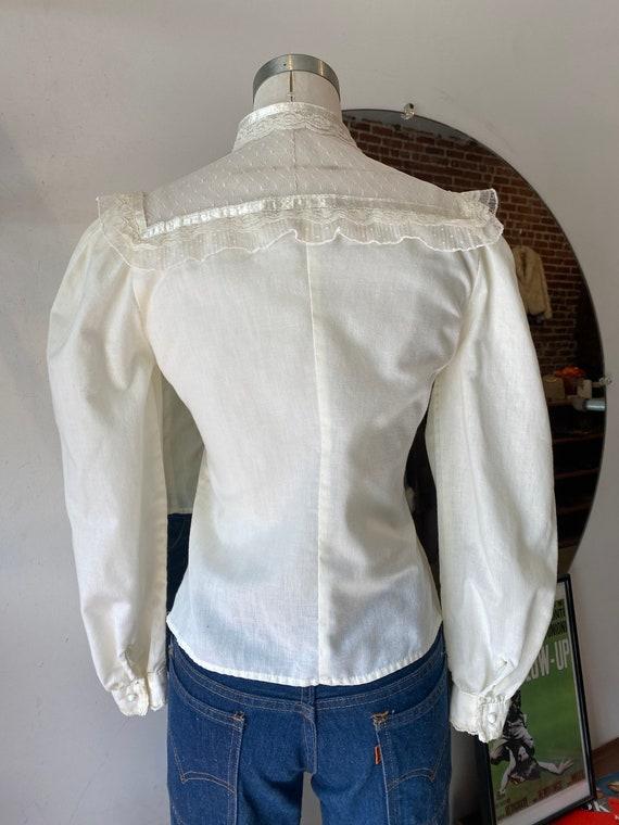 70s Crisp White Cotton & Lace Victorian Blouse - image 9