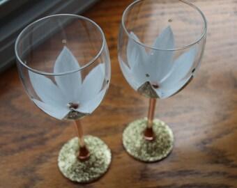 White and Gold Glitter Flower Wine Glasses