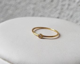 750 gold ring - diamond 0.05 Cts