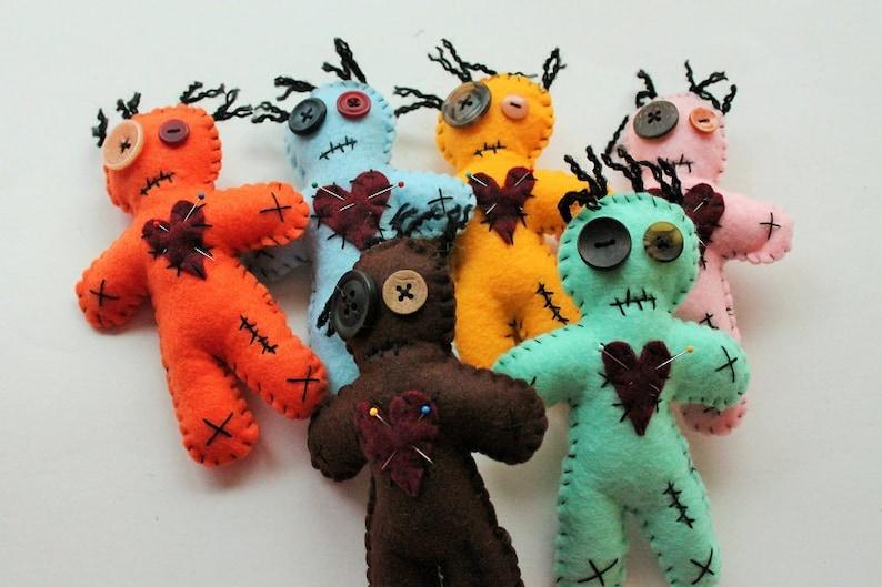 Voodoo dolls Colorful mix-6 colored voodoo dolls-primitive dolls-Zombie  dolls-Voodoo wedding-Voodoo decor-Halloween dolls-Rainbow voodoos