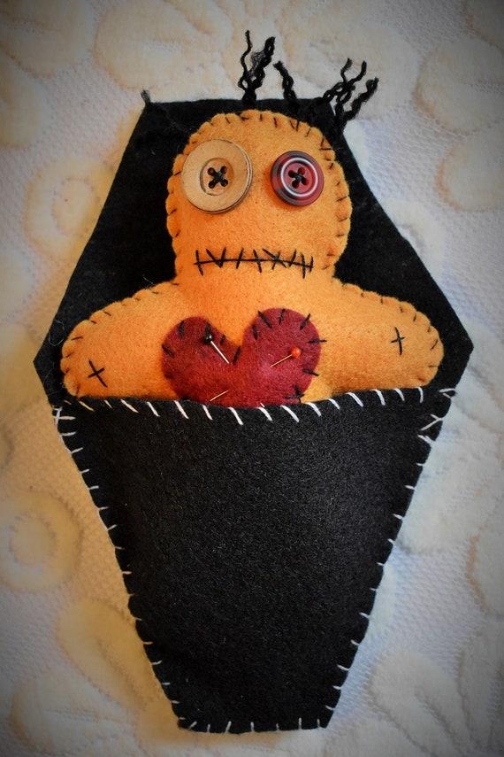 500 Tiny voodoo dolls-Set of 500 mixed colored dolls-Mardi gras-Voodoo wedding favors-Party favors-Dark decor-miniture dolls